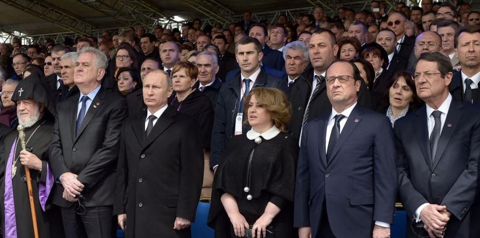 Hollande y Putin buscan aliviar tensión entre Rusia y UE