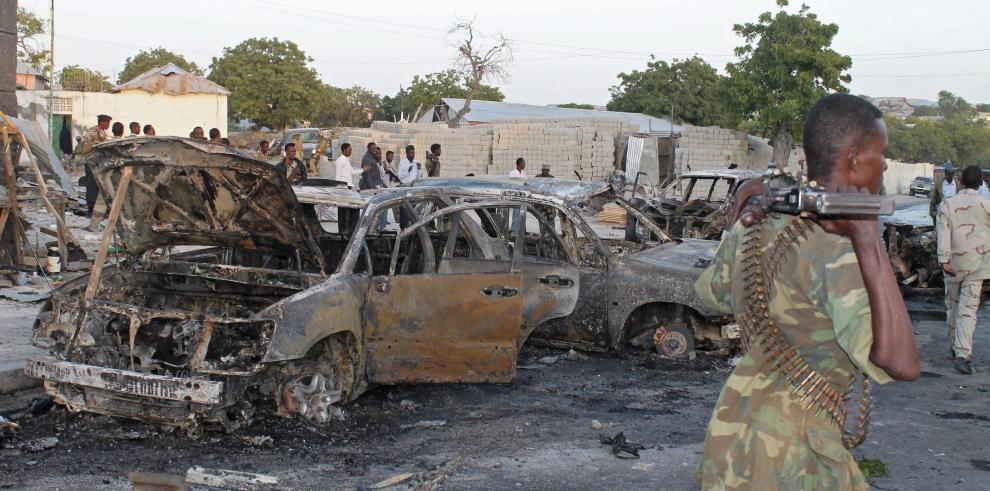 Explosiones y tiroteos en un hotel en la capital de Somalia