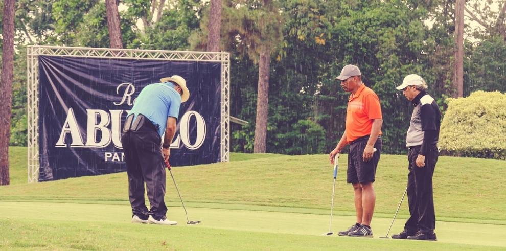 Realizan torneo de golf en Panamá