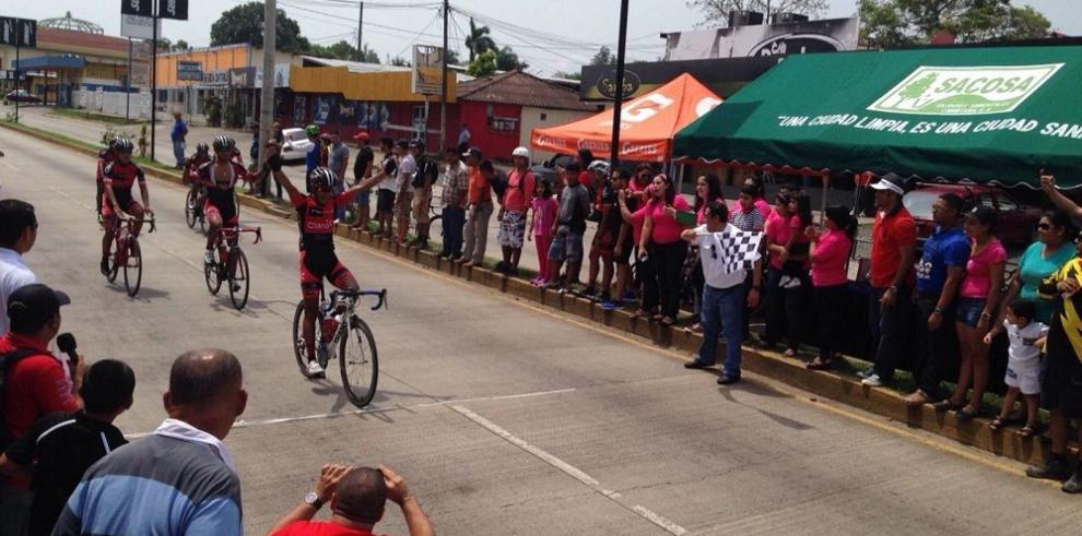 Vargas y Rali-Claro dominan el asfalto de Santiago