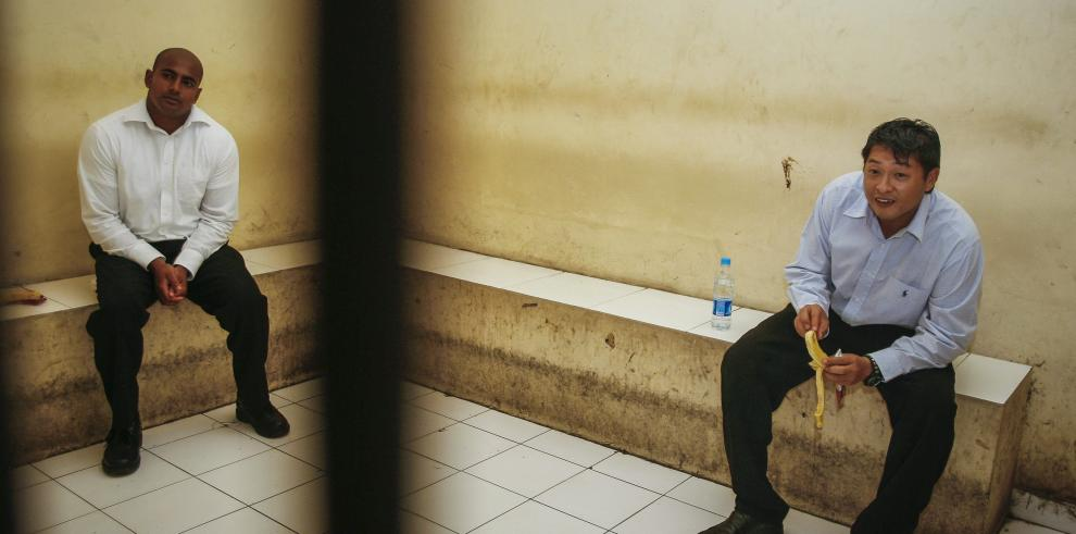 Dos australianos condenados a muerte por narcotráfico, en Indonesia
