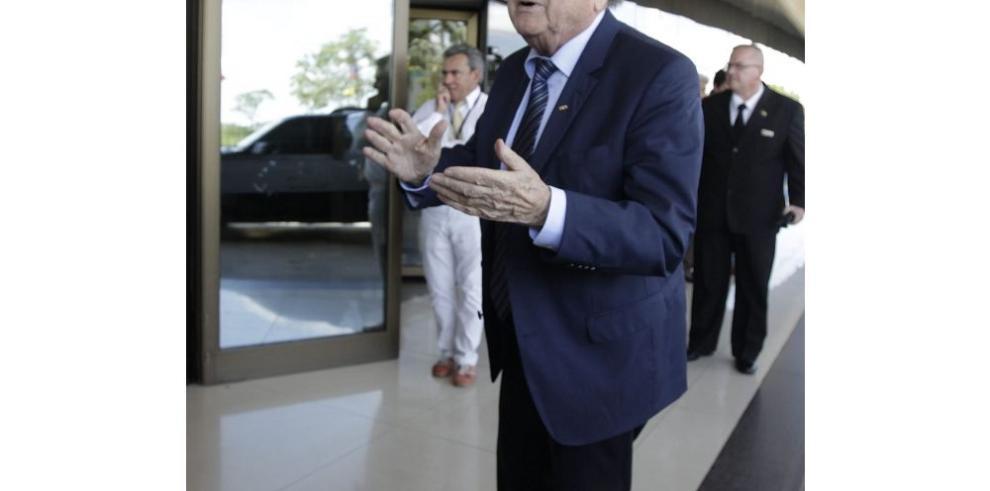Joseph Blatter y sus rivales en el Congreso de la Conmebol
