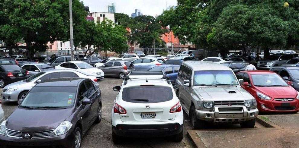 Suspenden proyectos de estacionamiento