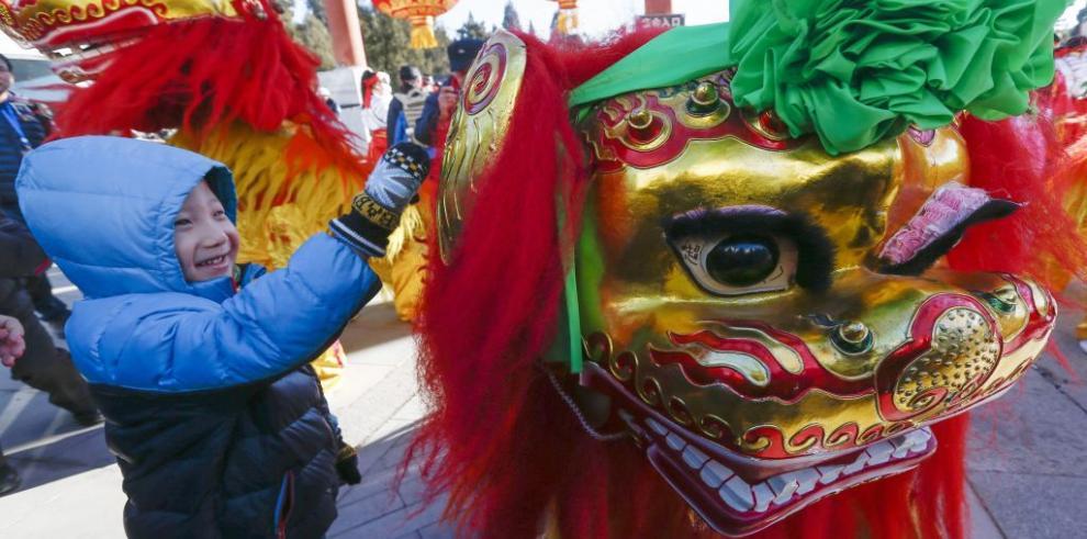 Danza del león, suerte en el Año Nuevo chino