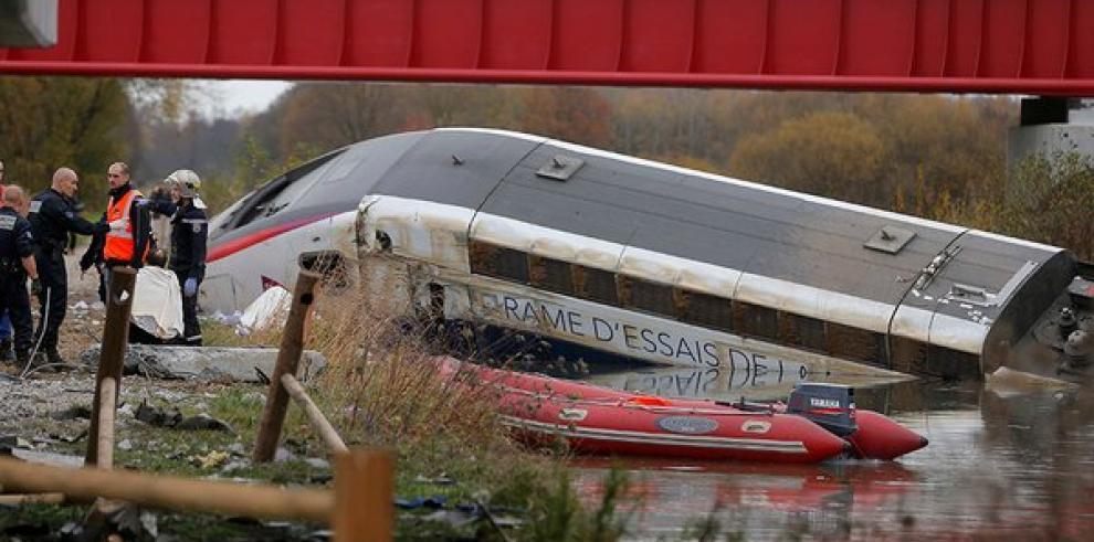 Aumentan a 7 los muertos por el descarrilamiento de un tren en Francia