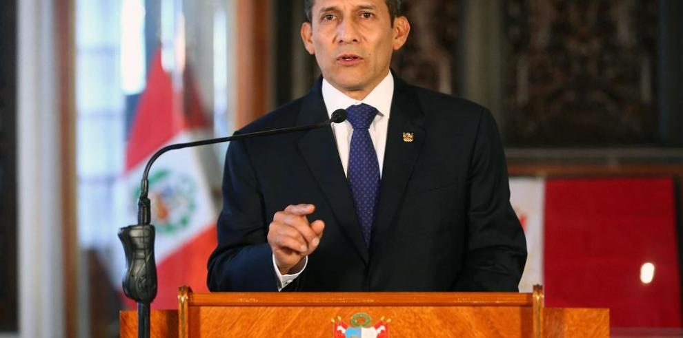 Humala convoca elecciones para abril del 2016