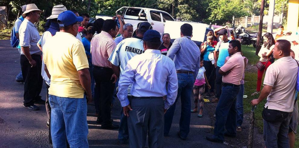 Moradores de El Mosquitero en Penonomé piden calle asfaltada