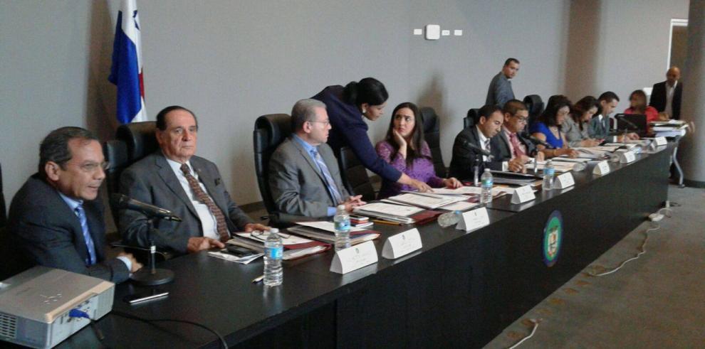 Diputados discuten proyecto de ley que regula los juegos de azar