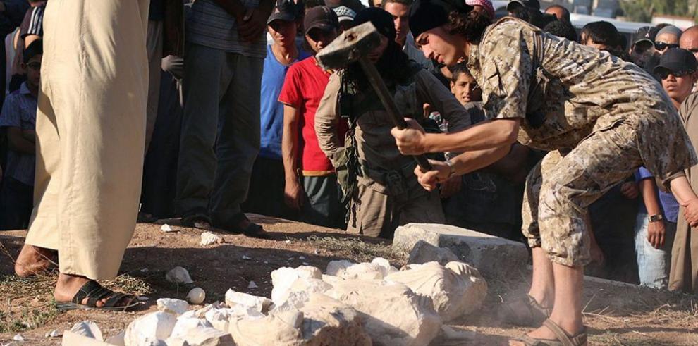 EI publica fotografías de la destrucción de seis piezas de arqueológicas