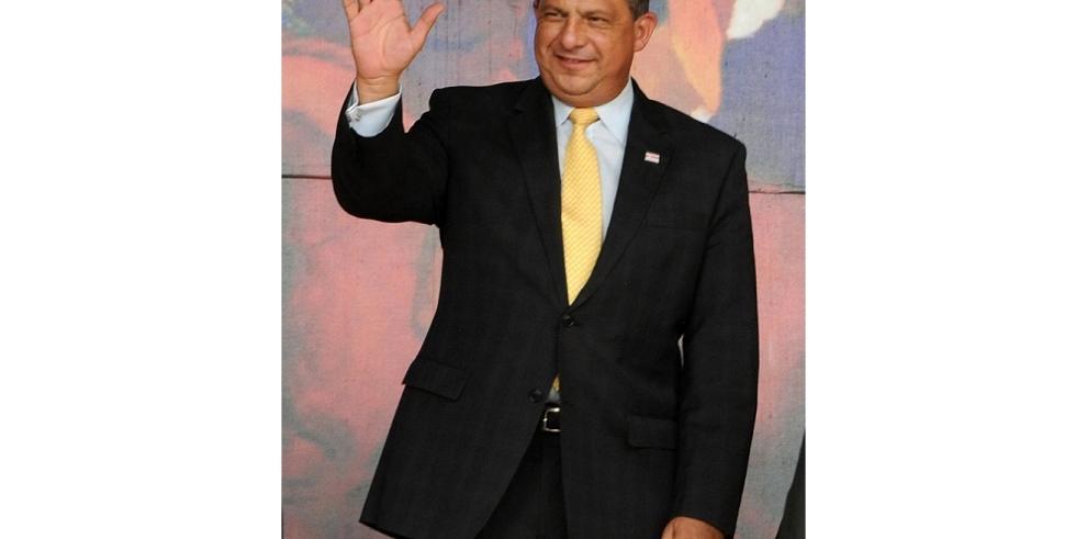 Presidente de Costa Rica buscará inversiones en EE.UU.