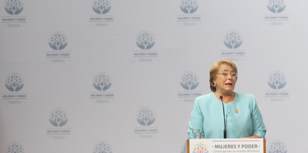 Bachelet anuncia nuevo gabinete para superar crisis de confianza en Chile