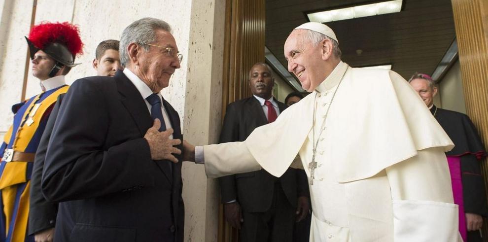 Raúl Castro agradece la mediación del Papa entre Cuba y EE.UU.
