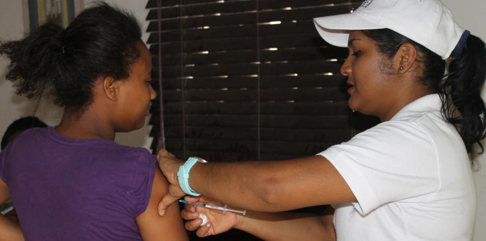Realizan vacunación contra la influenza