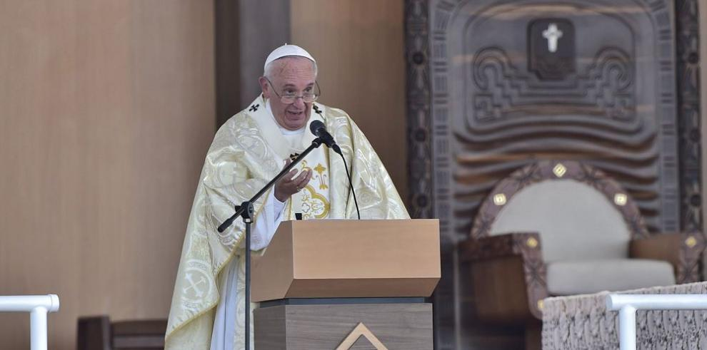 """El papa reclama """"ayuda para la familia en crisis"""""""