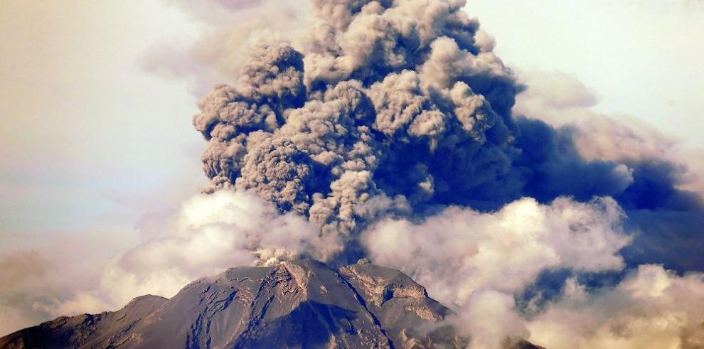 El volcán Calbuco vuelve a encender la alerta roja