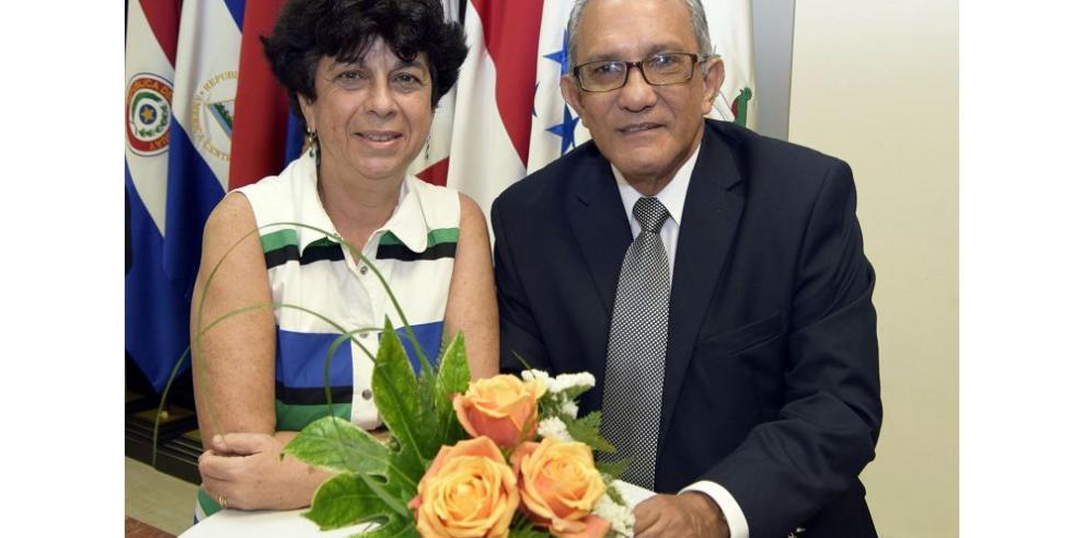 Condecoran al embajador de Israel