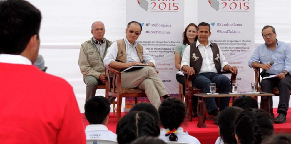 Expertos debaten políticas para el crecimiento económico mundial