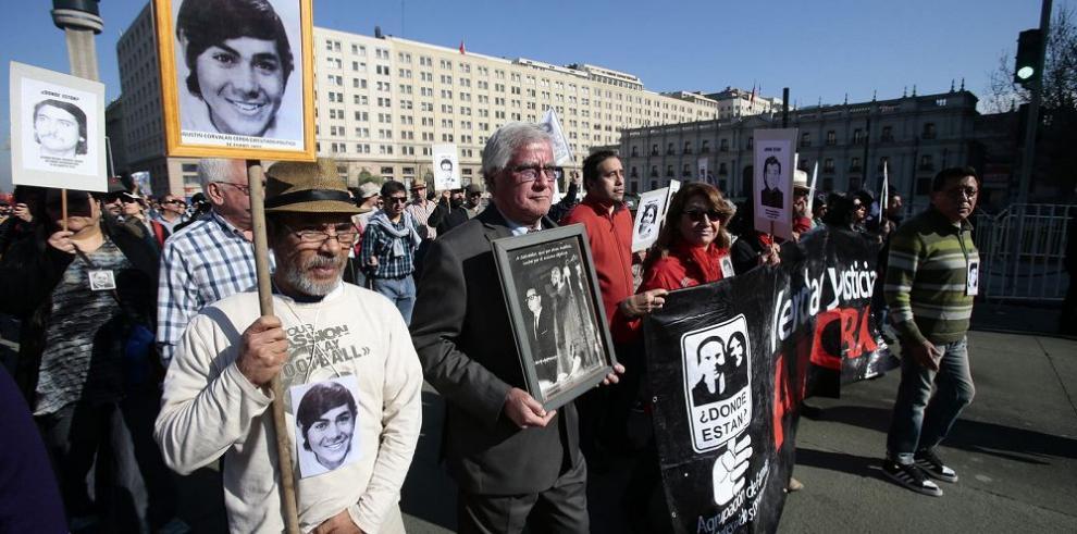 Marcha recuerda a las víctimas de la dictadura
