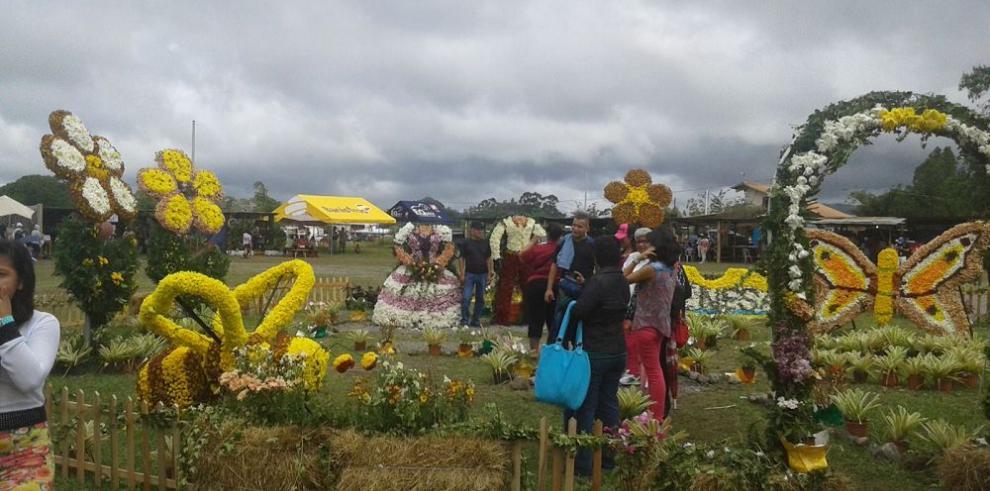 Primera parada colmada de flores