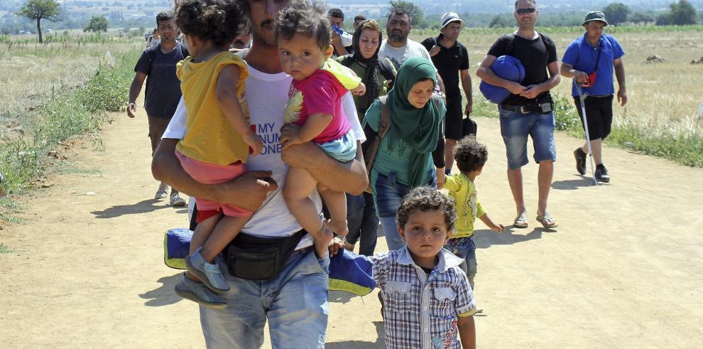 Multimillonario egipcio negocia compra de dos islas para refugiados