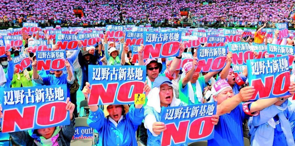 Manifestantes piden cierre de base aérea de Estados Unidos