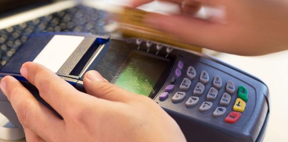 Aumentan saldos de las tarjetas de crédito