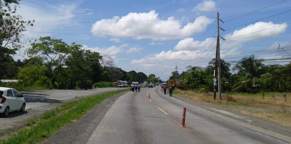 Cierran vía en Bugaba en rechazo a proyectos hidroeléctricos