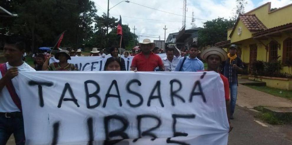 Indígenas decretan cierre indefinido en la vía Panamericana