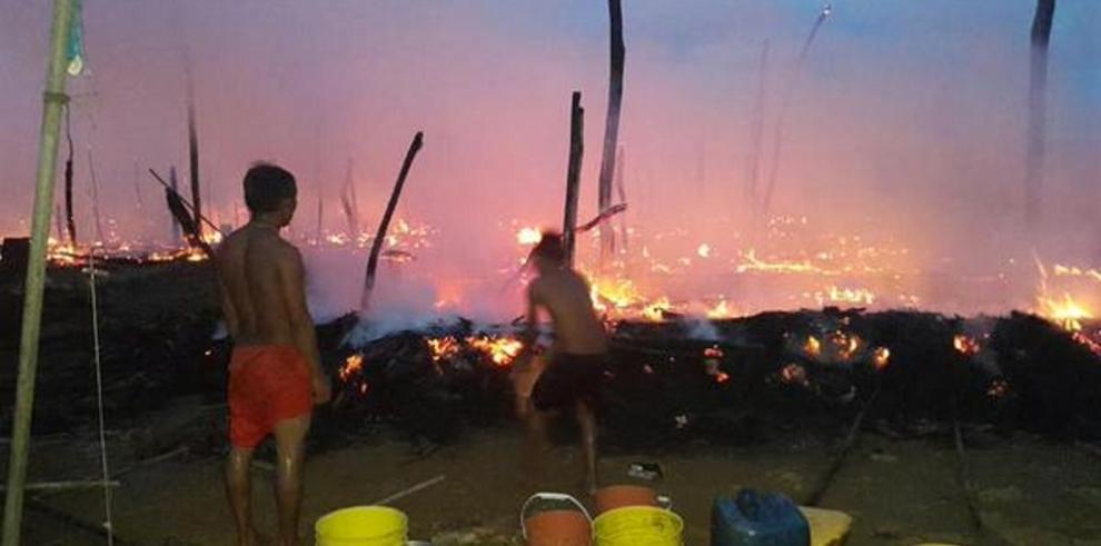 Fuego consume comunidad indígena en Madugandí
