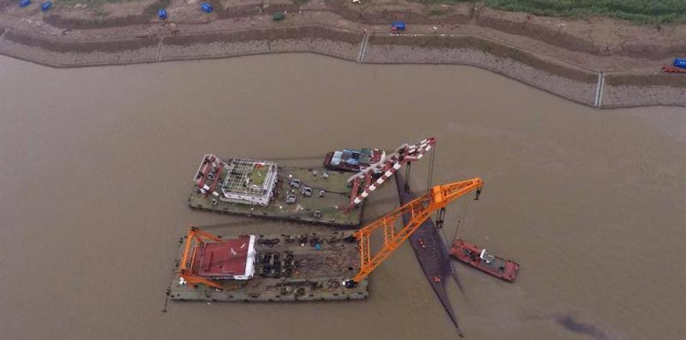 El naufragio acaba con 365 desaparecidos en China