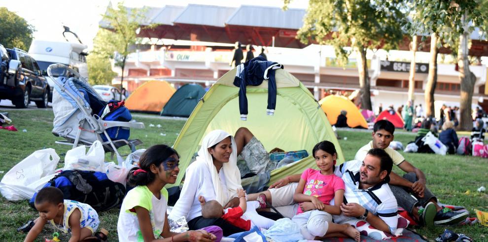 Miles de migrantes siguen su camino hacia Austria y Europa occidental