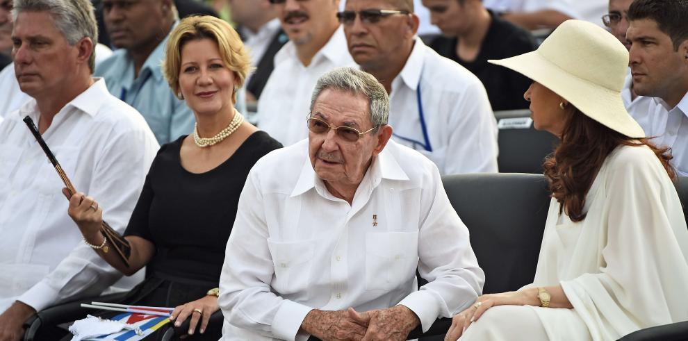 Primera Dama Lorena Castillo junto a Raúl Castro en misa del papa