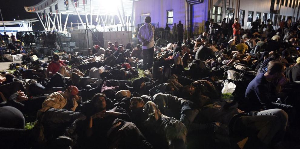 Miles de migrantes sirios llegan a Austria
