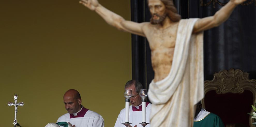 Papa insta a los cubanos a servir