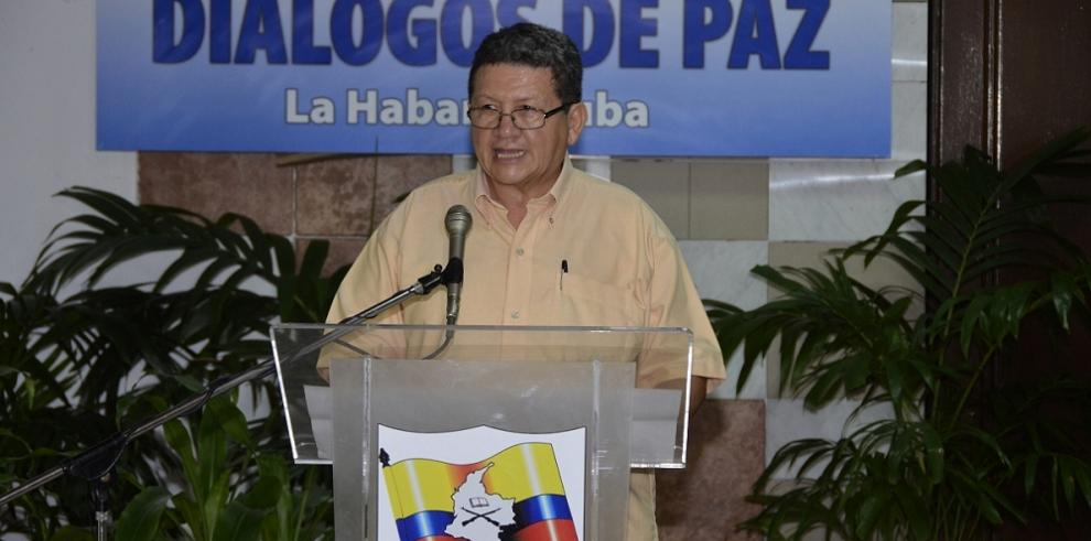 Santos ordena suspender bombardeos contra las FARC