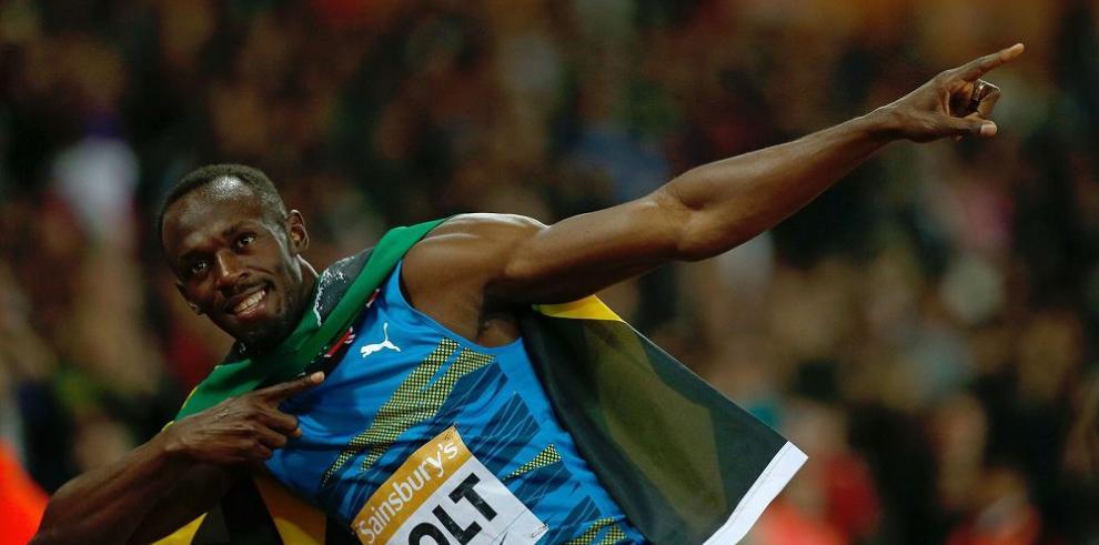 Bolt retorna con victoria bajo la lluvia