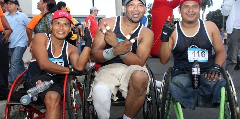 Batalla de carreras sobre sillas de ruedas arranca