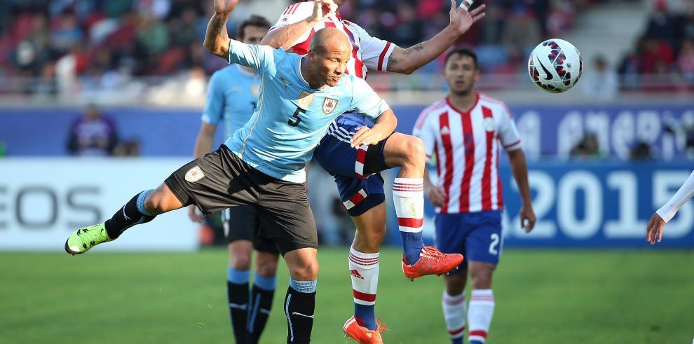 Uruguay y Paraguay empatan 1-1 y pasan a cuartos de final