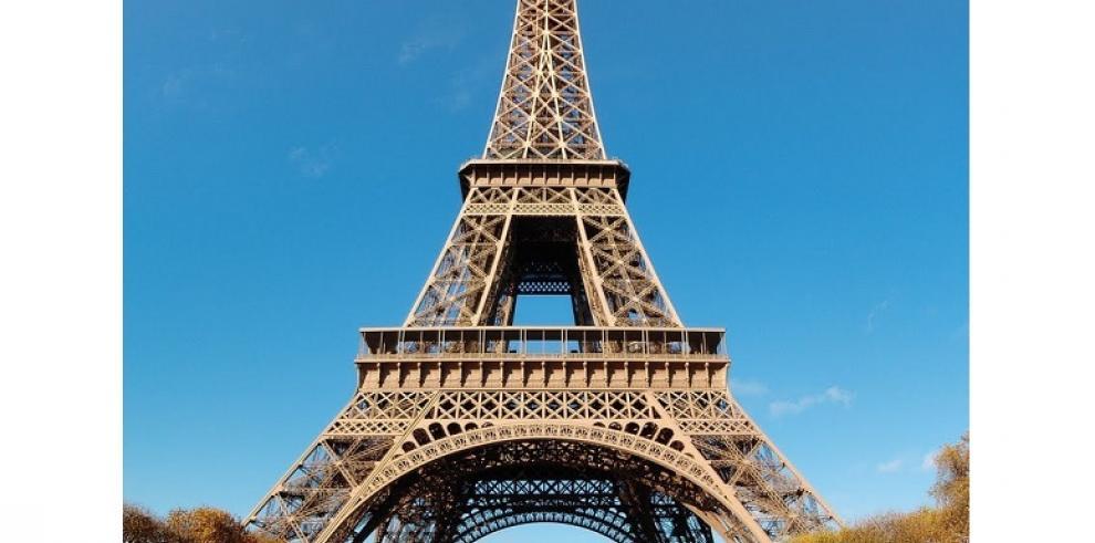 La Torre Eiffel cerrada por culpa de los carteristas