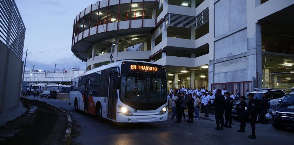 Mi bus anuncia desvíos de su ruta por desfile de la Etnia Negra