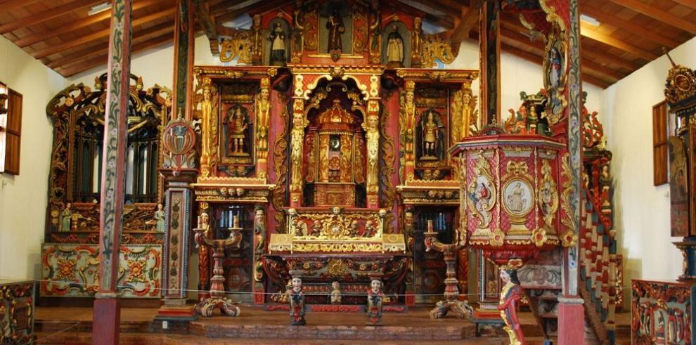 Lluvia daña altar de iglesia San Francisco