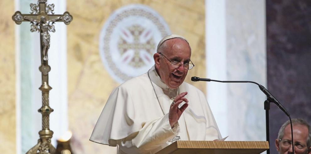 Papa llama a la Iglesia de EEUU a recibir