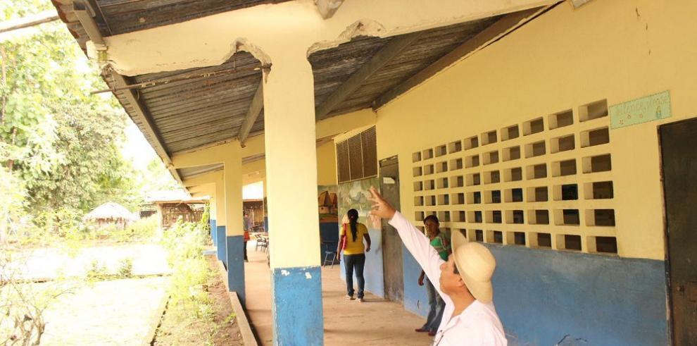 Padres se quejan por mala condición de escuela palmeña