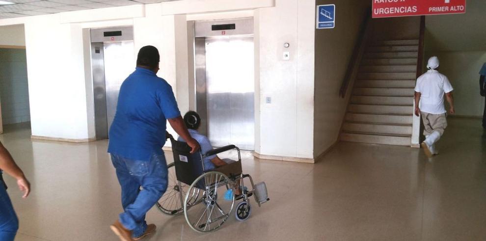Tomógrafo y elevadores del Nicolás Solano no funcionan