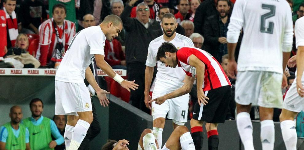Real Madrid gana 2-1 en Bilbao con doblete de Benzema y es líder