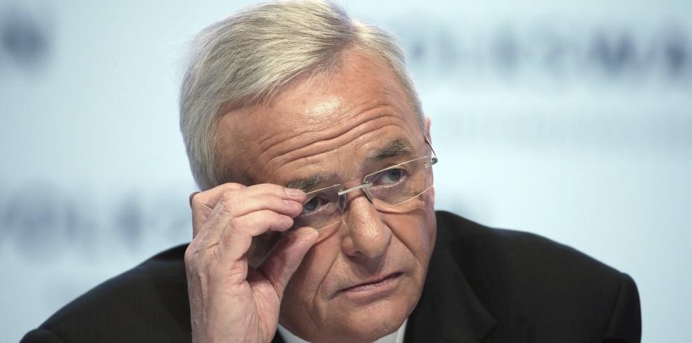 Renuncia el presidente de Volkswagen por escándalo de motores trucados