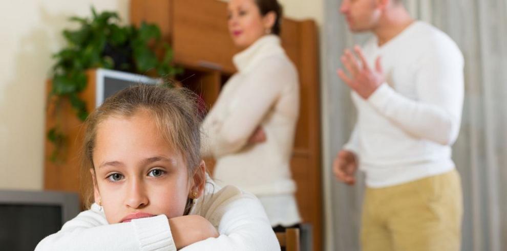 El error está en quitarle autoridad a uno de los padres