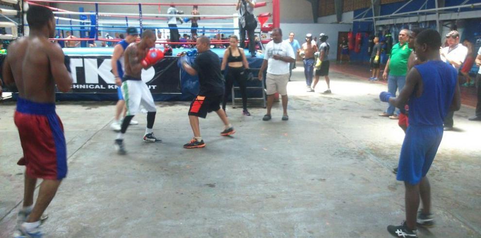 """Protagonistas del """"Wild Boxing Night"""" se citaron en Curundú"""