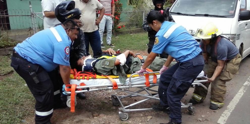 Unidad lince colisiona con un taxi en Aguadulce