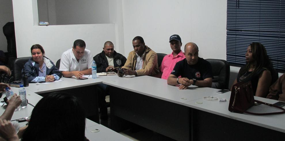 Autoridades buscan solución a inundaciones en Colón